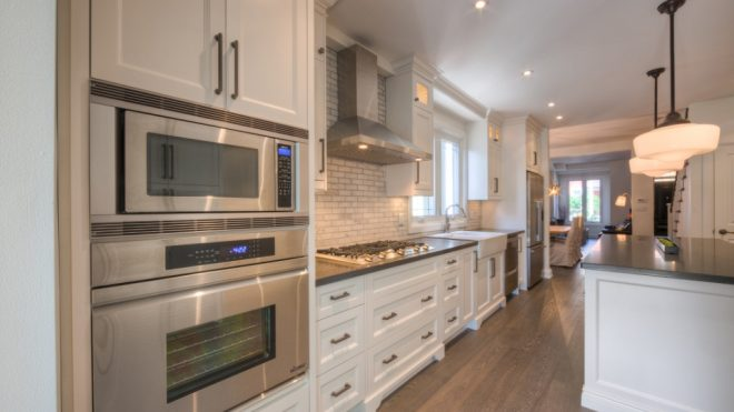 Furniture items for a kitchen: readymade models or individual choice?