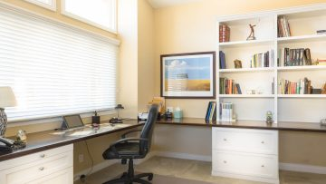 Top-3 most important criteria to take into account while picking up a desk for home offices